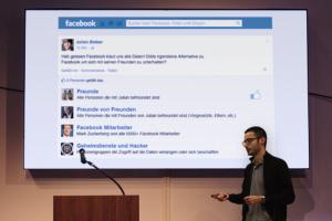 Referent Raphael Murr spricht über den Umgang mit Social Media.